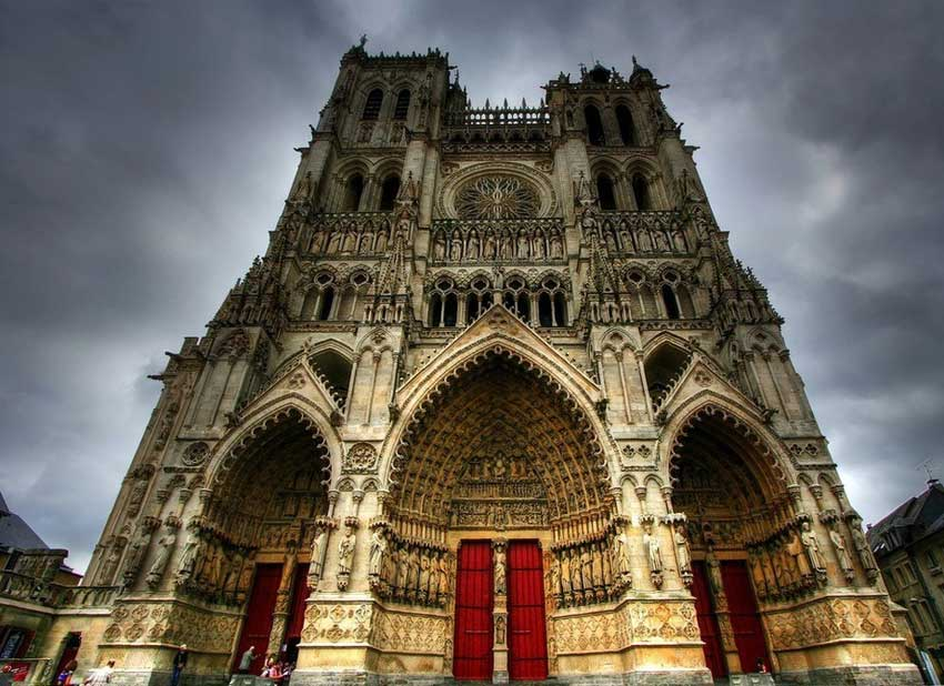 gothic architecture in medieval france Here, we look at the gothic architecture characteristics that define the genre and characterize the centuries-old gothic style.